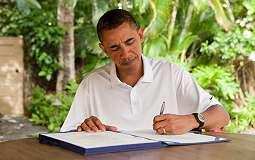 OBAMA DI JOGJA: Tiba di Hotel, Obama Santai Kenakan Polo Shirt Putih & Celana Chino