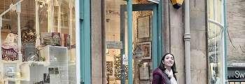 FOTO: Gisella Anastasia Manfaatkan Liburan di London dengan Berbelanja